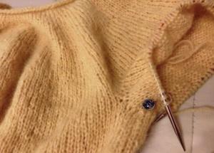 manica maglione top-down giallo mimosa