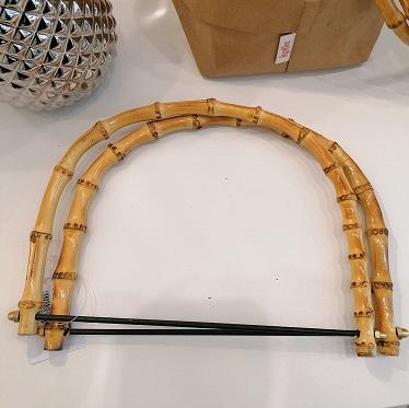 foto di mezzi manici di bambù con stecca per il fissaggio